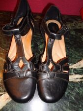 """EARTH BLACK LEATHER T-STRAP 1 1/4 INCH HEEL BEIGE STITCHING 10.5"""" HEEL TO TOE"""