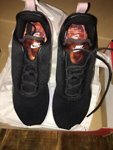 Women's Nike AirMax Motion 2 Shoes Size 11