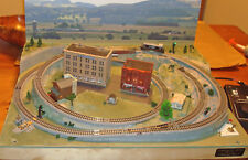 COMPACT N SCALE RTR LAYOUT-LOCO SOUNDS ,AUTOMATIC SIGNALS, REMOTE TURNOUT,SIDING