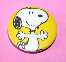 VINTAGE STYLE PEANUTS DANCING SNOOPY BUTTON PIN BADGE DOG