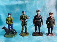 4 figurines russes époques diverses soldats de plomb