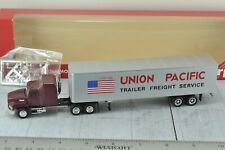 Herpa MACK Tractor Trailer UNION PACIFIC 1:87 HO Scale