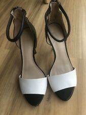 Zara Size 39 Black And White Leather Heels