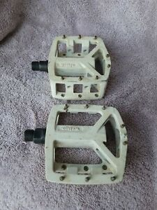 Vintage Wellgo Magnesium White Pedals for 3 piece cranks freestyle bmx racing