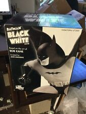 BATMAN BLACK & WHITE STATUE Bob Kane 2553/3000