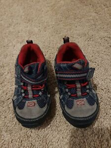 Adorable And Functional! Toddle Boys Striderite Sneakers- Size 6W