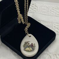 VINTAGE Ceramic Courting Couple Pendant Necklace Gold Tone 82cm Chain Printed