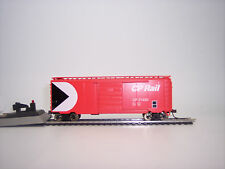 HO SCALE  BOX FREIGHT CAR CP RAIL WITH OPERATING SLIDING DOOR CANADIAN PACIFIC