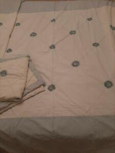 Vintage Shabby Chic KS Duvet Cover & 2 x Pillowcases Blue Embroidered Flowers