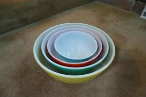VINTAGE PYREX NESTING MIXING BOWLS COMPLETE SET OF 4  --401,402,403, and 404 WOW