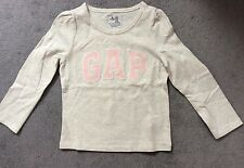 GAP- LIGHT GREY LONG SLEEVE TSHIRT WITH PINK LOGO ACROSS FRONT - AGE 3Y - BNWT