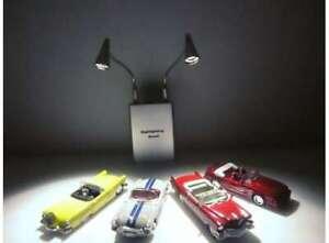 biegbarer LED Lichtständer für alle Maßstäbe silber, 1:18 / 1:24 / 1:43 / 1:64