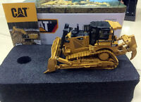 Caterpillar Cat D8T Track-Type Tractor - 1/50 Scale By DieCast Masters DM85299