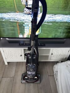 Shark NV681UKT Powered Lift-Away True Pet Vacuum Cleaner