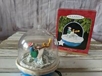 Hallmark Keepsake 1997 SNOOPY PLAYS SANTA Peanuts Magic Motion Xmas Ornament