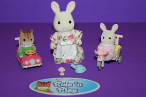 Calico Critters Apple & Jake's Ride 'n Play Set & Mama Bunny