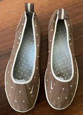 Nike Ballerina Women's Size 9 Taupe Canvas Slip On Ballet Flats Shoes Polka Dots