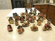Lot Of 22 Enesco Friends Of A Feather Figurines And Banner