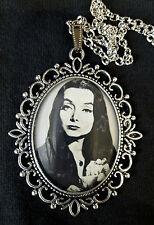 Morticia Famiglia Addams grandi Collana con pendente in argento antico 1960s Goth TV