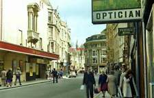 PHOTO  1981 GEORGE STREET IN OXFORD THE NEW THEATRE IS ON THE LEFT. SINCE THIS P