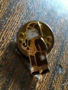 Tiny Collectable Rupert Bear Sherlock Holmes Stud Badge