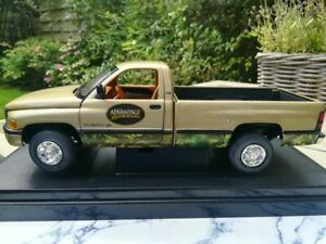 """Dodge 2002 Ram 2500 V10 Outdoor Sportsman """"Team Real Tree"""" by ERTL 1.18 scale"""