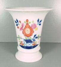 Meissen - kleine Vase aus Meissner Porzellan - Tischchenmuster ohne Gold