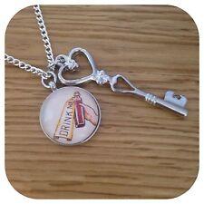 Alice In Wonderland Drink Me Colgante & clave Collar