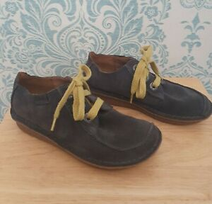 Clarks Grey Suede Artisan Flat Lace Up  Ladies Shoes With Yellow Laces Size 4
