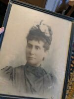 LARGE ANTIQUE WOOD PICTURE FRAME 20X26 VICTORIAN FASHION LADY PHOTO GLASS VTG