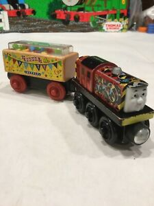 CELEBRATION SALTY And SODOR PARTY CONFETTI CAR BDG17 Thomas The Train Wooden