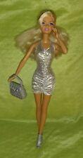 Barbie Mattel 2009 Puppe mit Fashion Kleidung Kleid fashionistas P4 aus Sammlung