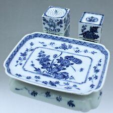 Meissen um 1730: Schreibset, Tintenfass, Streubüchse, Tablett, Blaumalerei, blue