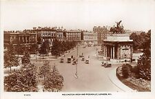 B85555 wellington arch and piccadilly car voiture   london uk