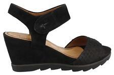Sandalen und Badeschuhe in Schwarz für Damen