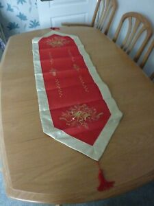 BRAND NEW RED & GOLD ENBROIDERED CHRISTMAS TABLE RUNNER