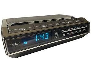Vtg General Electric GE Alarm Clock AM FM Radio Snooze 7-4642C Blue Light
