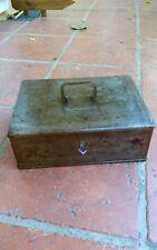 Coffre ancien en métal avec sa clé qui fonctionne