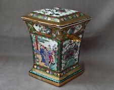 CHINE - Pique-Fleurs Couvert en Porcelaine et Emaux de Canton