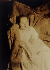 VINTAGE EARLY 1900'S CABINET PHOTO -  UNIDENTIFIED BABY SETTING UP IN BLANKET