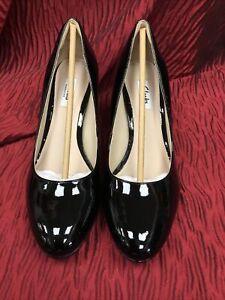 Clarks Black Patent Leather Ladies Hi Heels Size 7D NWB