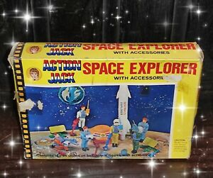 VINTAGE & VERY RARE ACTION JACK SPACE EXPLORER WITH ACCESSORIES 4 FIGURES NIB !!