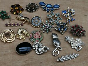 Job Lot Of Vintage Brooches. X 20. Mixed Era. Animals. Flowers. Collection. Deco