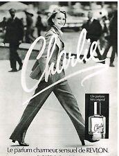 """Publicité Advertising 1977 Parfum et eau de Toilette """"Charlie"""" par Revlon"""