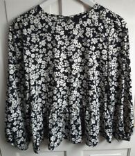 New Look Size Uk 8 Long Sleeve Black and White Flower Print Top (A1)