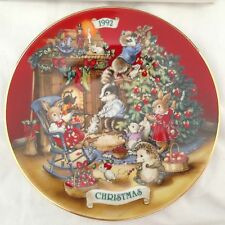 Vtg 1992 Collector Plate Sharing Christmas With Friends 22k Gold Trim Porcelain