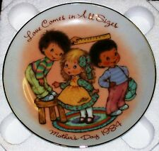 Avon Special Memories Love In All Sizes Mother's Day 1984 22K Gold Rim W/Easel