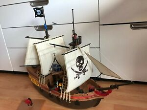 LARGE PLAYMOBIL PIRATE SHIP 5135 & ACCESSORIES