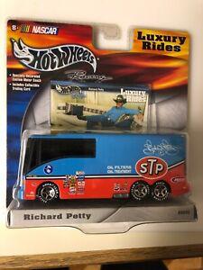 2002 Hot Wheels 1/64 Richard Petty Luxury Rides Nascar Motor Home Coach Diecast