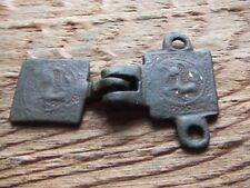 MEDIEVAL BRITAIN.  BRONZE DECORATED HERALDIC HORSE PENDANT AND HANGER.  RARE.